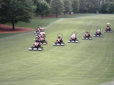 """Figura 7 – Corte de fairways torneio PGA Quail Hollow Championship 2010 – """"sweep mowing""""s."""